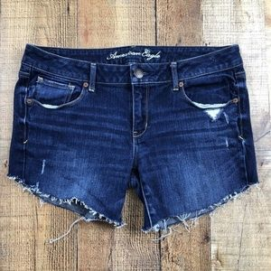 American Eagle Dark Wash Raw Edge Hem Shorts DS26